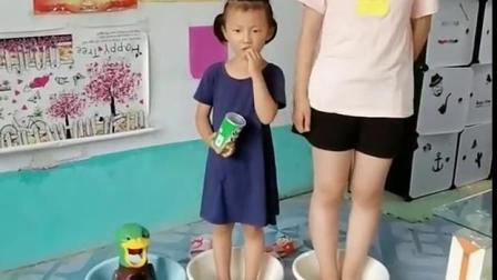 美好的童年:爸爸不听话,变成小鸭子了