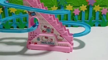 小猪佩奇给小猫咪买了滑梯,被乔治发现,乔治不让小猫咪玩