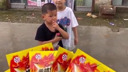 亲子趣玩:宝宝给妈妈唱歌吃辣条