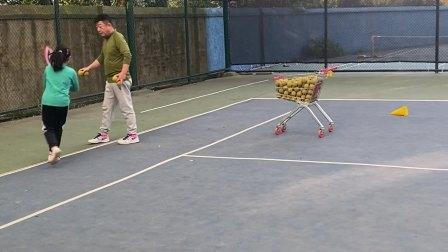 姐姐练习网球