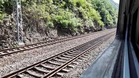 20200516 095921 (延时摄影)宝成铁路客车6064次列车与货车前后出高潭子站