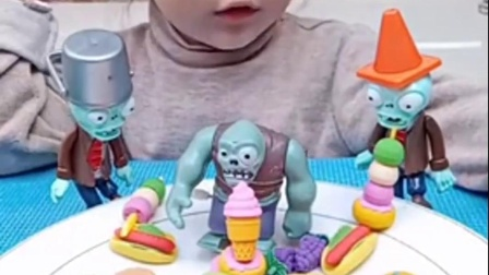 童年趣事:熙熙玩打僵尸,好棒!