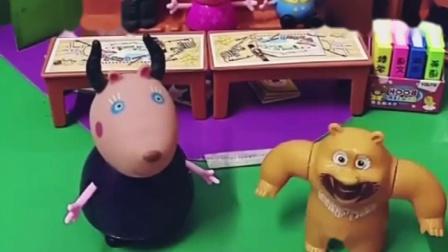 熊二上学表现好,老师奖励熊二奥特曼粘贴,熊二喜欢奥特曼