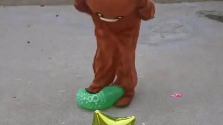 童年趣事:小熊今天踩破小星星气球