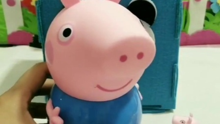 小猪佩奇买了吃的,给小动物吃,不料乔治不让给