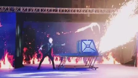 大型魔术,魔术师赵帅,《火箭穿人》