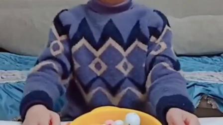 童年的记忆:宝贝亲自做饭,妈妈感动落泪