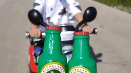 亲子趣事:宝贝骑车来找妈妈拿吃的啦
