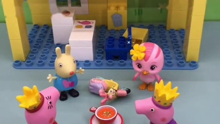 他有新朋友了,是小猪佩奇,玩得很开心啊