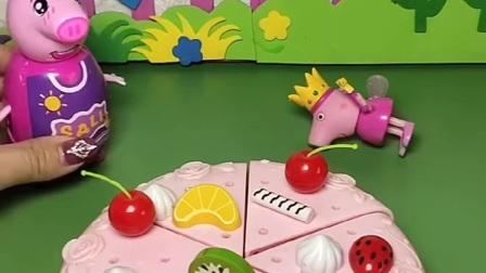 小猪佩奇做吃的,不料少了蜡烛,猪妈妈帮佩奇找到