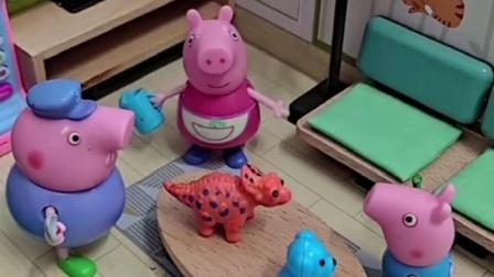 乔治在家里唱啥歌呢,猪爷爷还在旁边介绍自己,乔治都不理他呀!