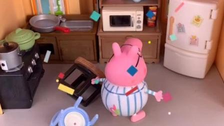 猪爸爸肚子饿了,在家里翻箱倒柜找吃的,猪爸爸要吃佩奇乔治的零食