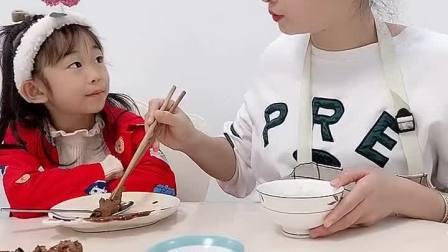 本想暗度陈仓,没想到夕夕来个明目张胆,你们觉得爸爸应该多吃蔬菜吗?