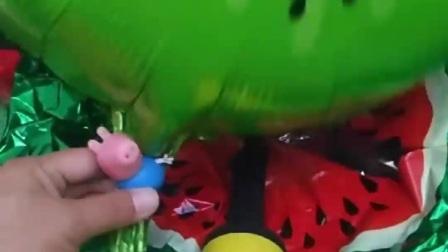 小猪佩奇想玩气球,不料不会打气球,大头乔治不和佩奇玩