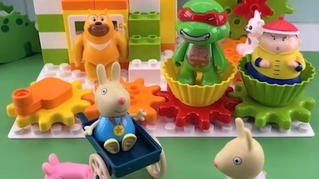理查德想喝奶,兔小姐回家拿奶瓶去了,乔治一个人看着理查德