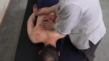 王红锦老师徒手整形调整高低肩。徒手整形治疗肩胛外翻、含胸扣肩手法教学视频