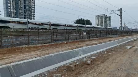 20200625 200119 西成高铁D1946次列车出汉中站,阳安线下行即将来车
