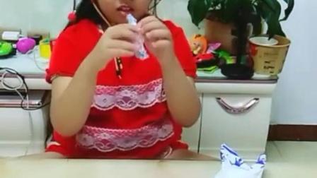 哈哈,大白兔奶糖,我最爱吃!