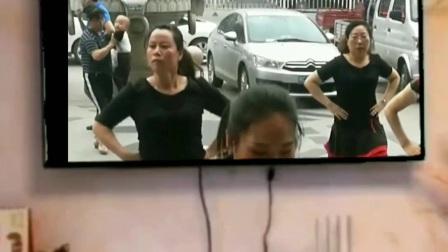 美女们跳舞跳到新闻联播了?