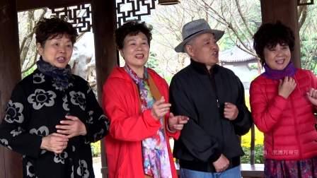 游青秀山景区,看到老哥老姐演唱歌曲,精力异常旺盛