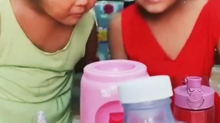 趣味亲子:这个饮水机怎么没有水?