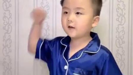 童年乐趣:小朋友头顶飞过一只啥?
