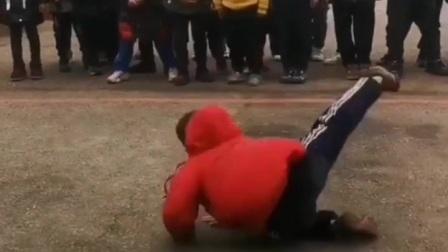 少年强则中国强!小男孩在校体育课上表演的武术,大家觉的如何?
