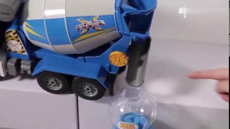 有趣益智玩具:开了糖果挖掘机来运输美味的糖果!