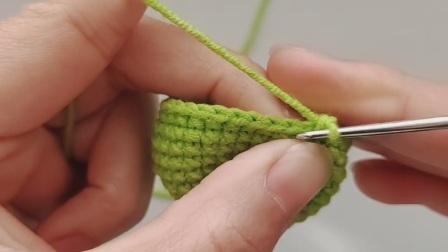 小恐龙毛线编织钥匙扣包包挂件制作图解