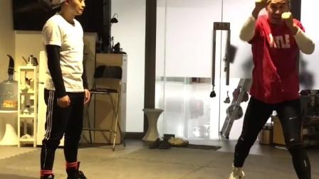 拳击初学者远距离下勾拳击腹基础训练MARK BOXING北京拳击刘教练2021.1.21周军39岁