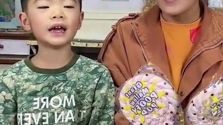 趣味童年:弟弟背书太厉害了呀!