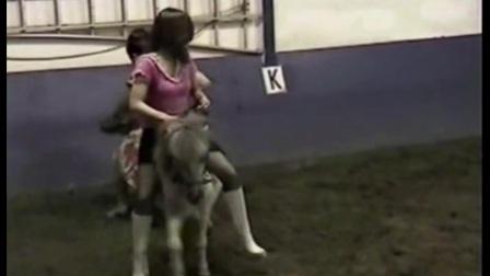 美女骑小马