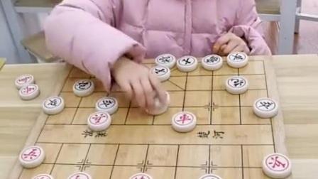 棋能大师小女孩。