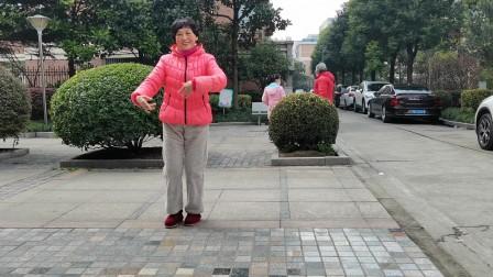 (34)广场舞《新送情郎》本小区。疫情期间,今天气暖和,下楼复习一下新舞。徐淡吟老师🌹🌴💄💐