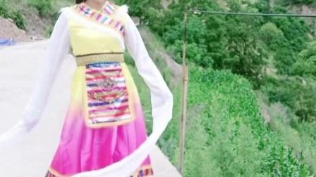 农村小姐姐跳藏族舞