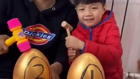 趣事童年:砸开金蛋才能吃果冻