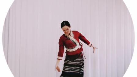 傣族舞《月光下的凤尾竹》钟安娜