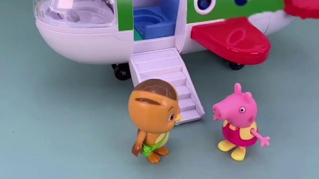 佩奇开了飞机的门了,有没有小朋友上飞机啊,熊二他们来了