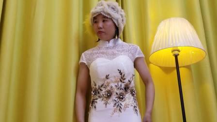 白色旗袍,自己安装的窗帘,