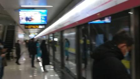 青岛地铁8号线  青岛北站上行方向(终点站胶州北站)  列车进站