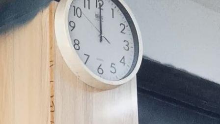 福州市乡村小炒的挂钟 中午12点 整点没有报时