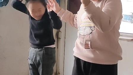 王思瑜和王时炜跳舞