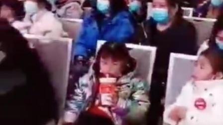 武汉大众皮影戏      表演者:张志刚老师