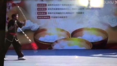 佟茂锋表演九节双鞭