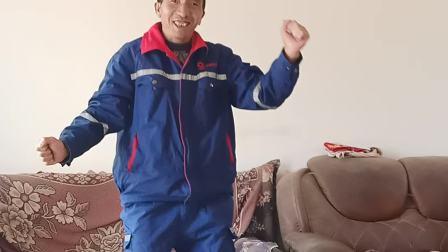 云南省宣威市网红羊场镇兔场村委会新德村,徐金龙跳舞了哦,朋友们一起看看吧!