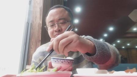 宁波菜饭馆 品尝 海蜇沾酱油 芹菜炒豆芽 清淡可口 味美 饱饱的!