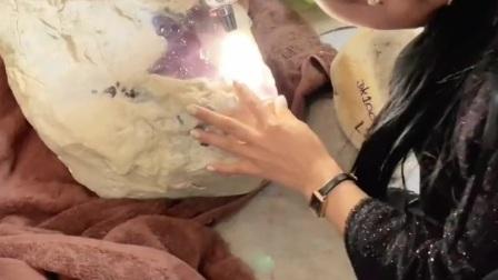 这个石头能、通神!