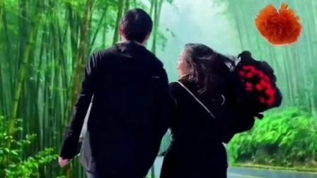 情侣雨中狂奔