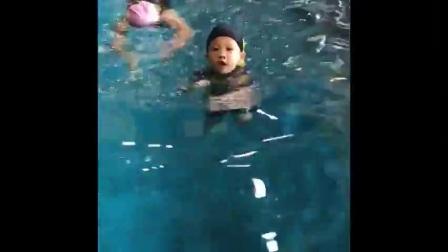 托尼初学游泳🏊♀️