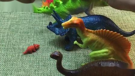 恐龙挡住小恐龙回家的路,小恐龙变大真厉害!